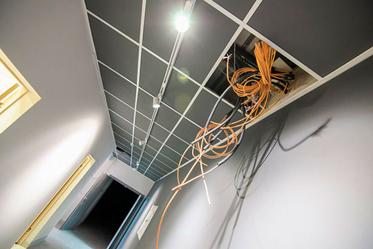 Была огромная проблема укартинной галереи— технический этаж жилого дома, отсутствие вентиляционной системы иклимат-контроля