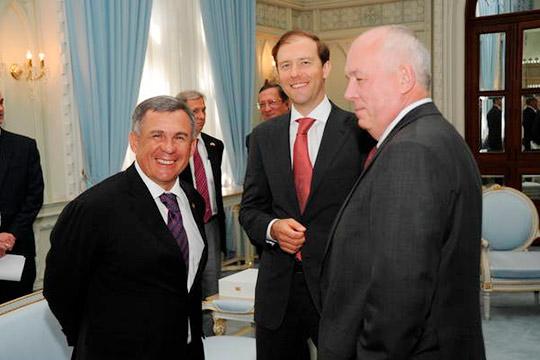 Рустам Минниханов(слева) даже пытался замолвить словечко заДаутову перед главой минпромторга РоссииДенисом Мантуровым (в центре)