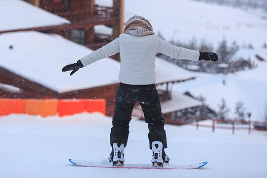 Трассы для катания в«Федотово»рассчитаны прежде всего нановичков илюбителей, ноесть икрутые склоны для профессионального катания