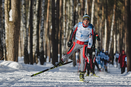 На базе «Алмаш»имеется пять лыжных трасс на1, 2, 3, 5 и7,5 километров. Они освещаются до22:00