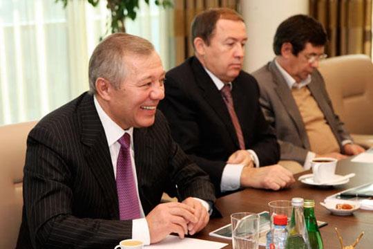 При EBITDA в109 млрд, прибыль ТАИФа в2017 году составила примерно 86млрд рублей (годом ранее— 105 млрд)