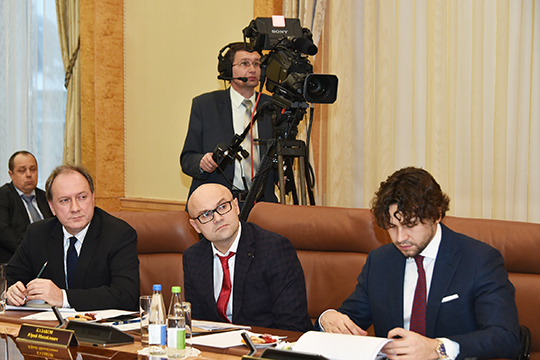 Игорь Гунбин, директор департамента инжиниринга ООО«Химмаш-аппарат» (слева)