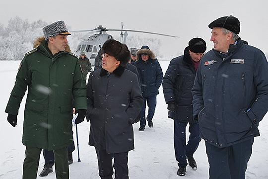 Минпромторг РТпосле визитаАлексея Криворучко (слева) сообщил, что проектпервого вРоссии полноценного боевого беспилотника уКазани незаберут
