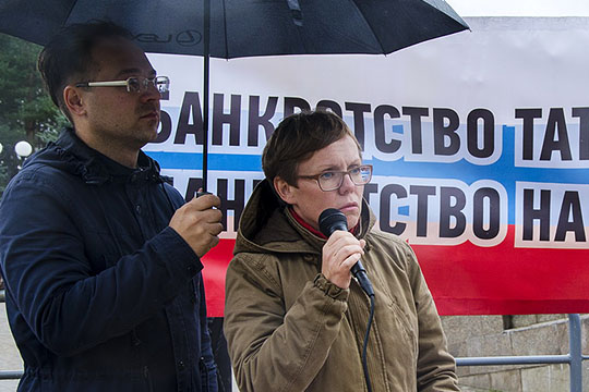 Александры Юмановой на встрече не было. После того, как полгода назад героиня «штурма кабмина» вернула свои деньги (порядка 300 тысяч рублей), она заметно сократила свою активность