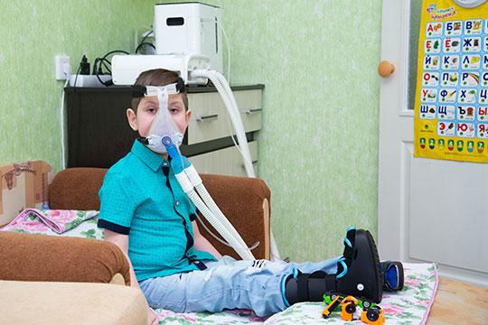 «В июле 2018 года Данияру поставлен диагноз: дистальная спинальная амиотрофия. Мальчик переведен на аппарат искусственной вентиляции легких»