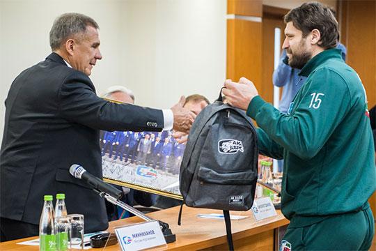 Рустам Минниханов – игрокам «Ак Барса»: «Наиль знает, что явсегда переживаю!»