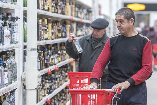 «Это ипьяные драчуны, изагаженность!»: безопасник КАМАЗа ополчился наалкомаркеты