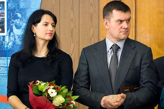 На вершину пьедестала впервые взошла семья председателя правления «Татсоцбанка» Анастасии Колесовой, вместе с супругом их доход составил почти 600 млн рублей (593,7 млн рублей)