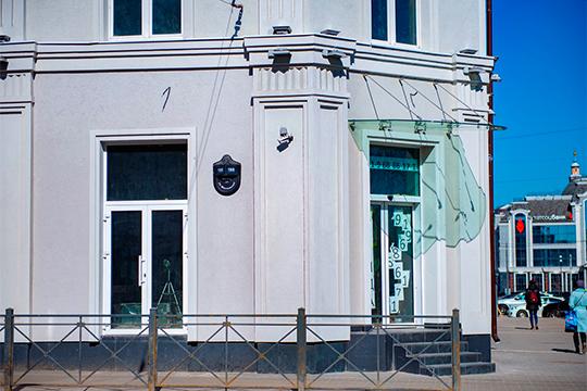 Юристы Павлова признают, что зданиебыло невлучшем состоянии, ноугрозы его разрушения небыло. Стены, несущие конструкции, межэтажные перекрытия, крыша были наместе, окна застеклены, утверждают они