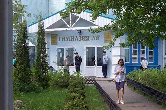 Резонансное ЧП, чудом обошедшееся без жертв, произошло сегодня днем в элитной казанской гимназии № 7