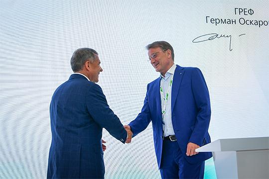 Также вчера Минниханов поставил подпись (на этот раз электронную) на соглашении со Сбербанком. С ним они намерены развивать проекты в образовательной сфере
