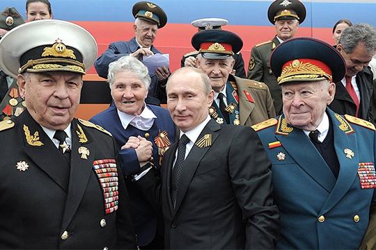 В 2012 году на параде в честь Великой Победы его (Филиппа Бобкова) посадит по левую руку от себя президент РФ Владимир Путин
