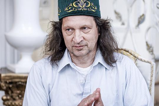 Среди узнаваемых лиц здесь был, среди прочих, директор школы СОлНЦеПавел Шмаков