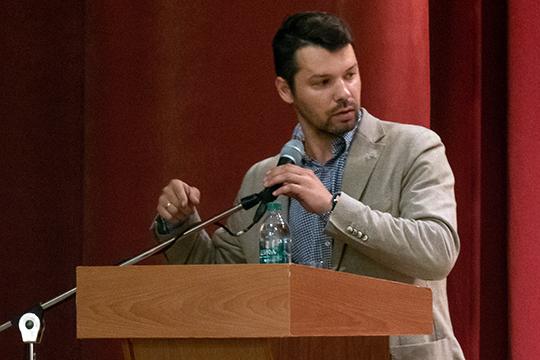 Виталий Волковвыступил спрезентацией проекта. Задачей разработчиков было сформировать комфортную для всех общественную среду.Сейчасже она представляет печальное зрелище