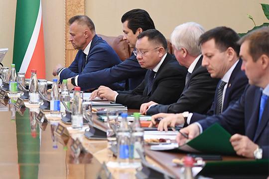 Минниханов тутже распорядился неотказываться отпредложения ипопросил съездить главу минстроя республикиИрека Файзуллина