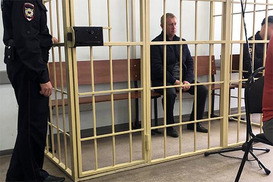 Под стражей оказался старший специалист отдела вооружения управления организации тылового обеспечения МВД по РТ, майор полиции Ильдус Салахов