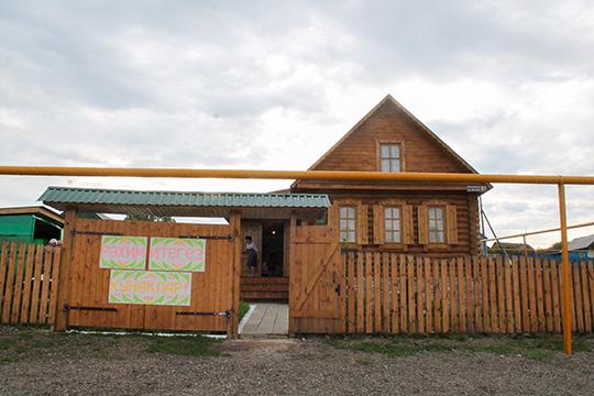 Вдоль трассы М5 раскинулись зоны отдыха: кафе и гостиницы, принадлежание местным татарам