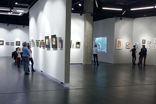 «Наодной площадке были выставлены картины, нарисованные художниками-животными, итакже картины, которые написали художники-анималисты»