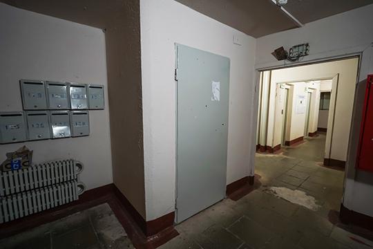 Изначально это были лифтерные или колясочные, которые со временем были переведены в жилые помещения