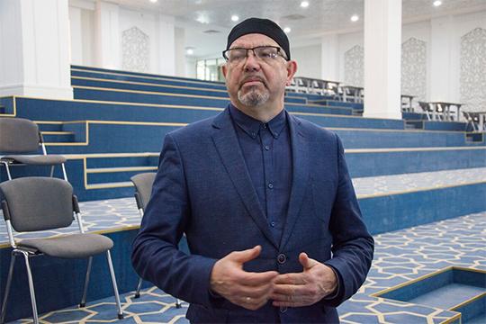 Рафик Мухаметшин один из самых авторитетных мусульманских ученых в России. Его позиция в Топ-100 могла бы быть еще выше, если бы он сохранил должность ректора Болгарской исламской академии (БИА)