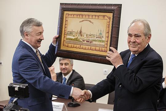 Рафаэля Хакимова (слева) называют ключевым идеологом национального развития татар