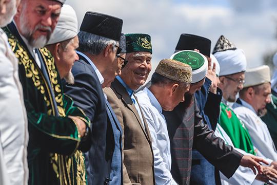 Шаймиев за годы во главе республики заслужил авторитет не только среди татар — второй по численности нации в России, но и среди других мусульман не только в стране, но и в мире
