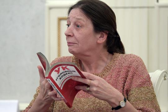 Сразу несколько каналов сообщают, что Лариса Брычева скоро отправится в Конституционный суд с перспективой заменить Валентина Зорькина на посту председателя.