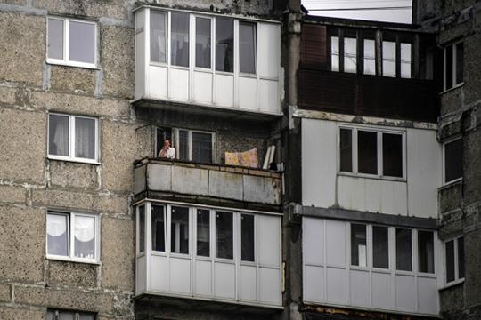 С 1 октября вступят в силу новые запреты для курильщиков — им нельзя будет «дымить» на балконах и лоджиях