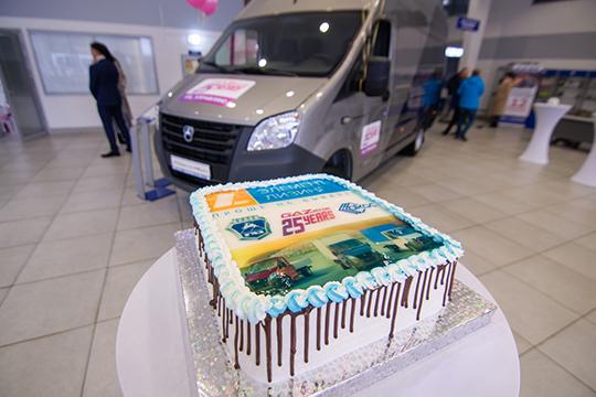 Юбиляры презентовали гостям праздника одну изпоследних своих моделей— цельнометаллический фургон ГАЗЕЛЬ NEXT