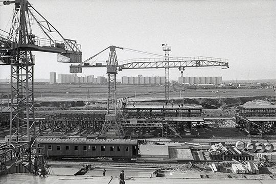 «26сентября 1969 года вышел приказ министра автомобильной промышленности онаименования строящегося завода. Ему былоприсвоено название Камский автомобильный завод»