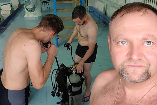 «Курс под названием «Rescue diver» подразумевает обучение попредотвращению несчастных случаев при погружении. Уметь быстро реагировать навнештатные ситуации под водой, оказывать первую медицинскую помощь»