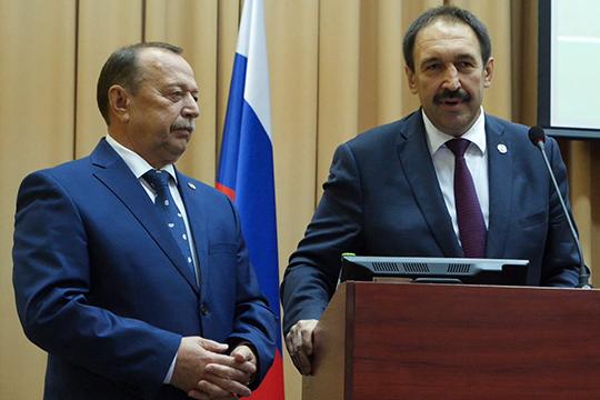 В сентябре в Тюлячинский район Татарстана уехал 62-летний экс-министр сельского хозяйства Назип Хазипов (слева), там он назначен и. о. руководителя исполкома