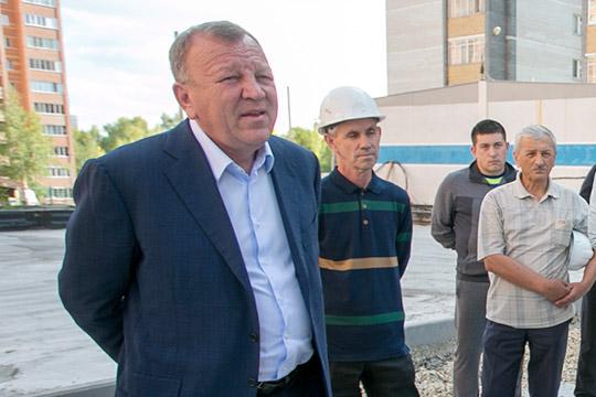 Владелец «АкТаша»Газинур Ахметов,который строит в«Салавате» 6 домов,всвоем письме указывал, что сейчас его компания получает закаждый квартирный метр по32,5тыс рублей. Втоже время сметная стоимость— 42,8 тысячи