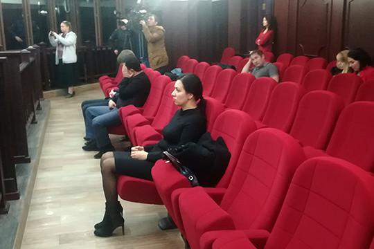 Халикова фигурировала в качестве свидетельницы по делу экс-судьи Эльмиры Зиганшиной (на переднем плане фото), которую суд приговорил к реальному сроку за покушение на посредничество во взятке