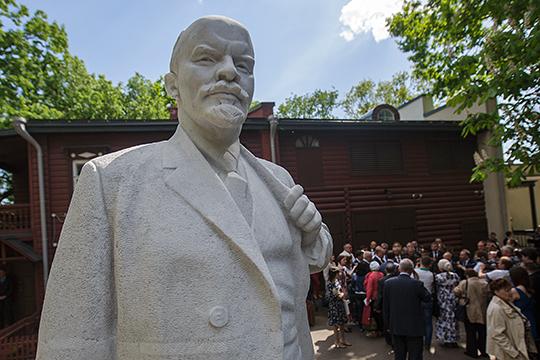 «Пользуясь случаем, я, кстати, хотел бы попросить прощения у казанского музея Ленина, который я напрасно облаял в своей книге»