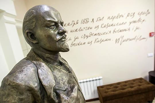 «У нас есть подлинно научное знание: у Ленина есть русские, еврейские, немецкие, калмыцкие и шведские корни — вот такой примерно набор из известных»