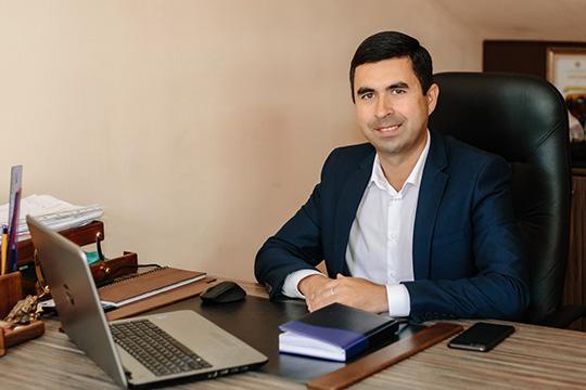 «Рейтинг отражает реальность на 100 процентов», — уверен гендиректор «Драйва» (эта автошкола занимает первое место по итогам самого свежего рейтинга за III квартал 2019 года) Вадим Хафизов