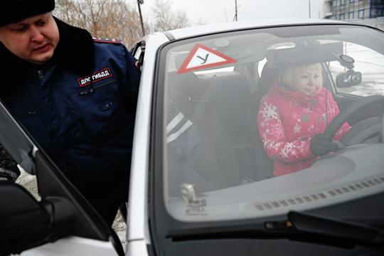 По статистике, в Казани с первого раза теорию вождения сдает примерно 82% выпускников автошкол. 44% — практику на площадке и всего лишь 20% — в городе.