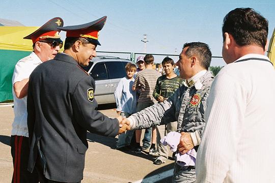 Костяк автошкол сложился лет 10-11 назад при предыдущем главе ГИБДД по РТ Рифкате Минниханове (второй слева)