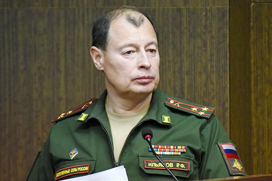 Рашид Ильясовнапомнил, что служить челнинцам нетак ужсложно засчет шефства города над несколькими воинскими частями