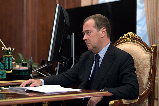 Премьер-министр РФДмитрий Медведевнеожиданно подписал постановление овыводе беспилотников наобщественные дороги Москвы иТатарстана уже с1декабря 2018 года