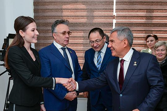 Минниханов посетил корреспондентский пункт телерадиокомпании «Новый век», гдедал небольшое интервью