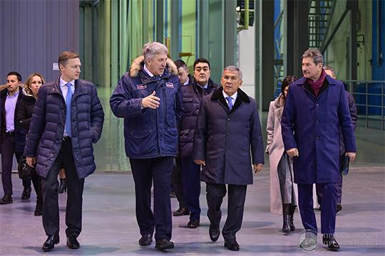 НаКазанском вертолетном заводе взакрытом для прессы режиме прошло совещание руководства Татарстана сдиректоратом промышленных предприятий республики