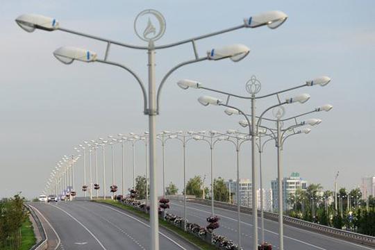 «Насодержание систем наружного освещения города Казани висправном состоянии «Казэнерго» в2019 году получит порядка 117 миллионов рублей. Засамо электричество платит тоже муниципалитет— порядка 300 миллионов рублей»