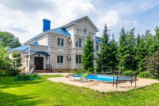 «Недавно там было поле сбараками, асейчас дома стоят всреднем по12 миллионов рублей»