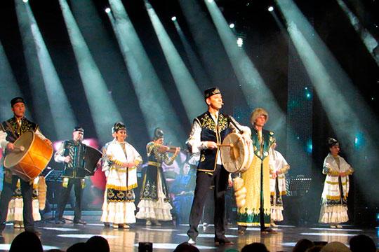 «За рубежом наш фольклорный ансамбль, руководителем которого является Айдар Файзрахманов, встречают на ура»