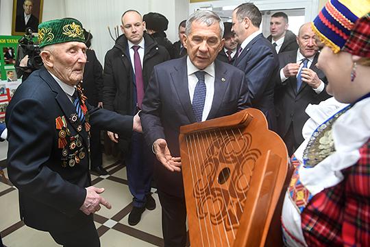 Президент РТ посетил краеведческий музей «Дружба народов» в селе Ципья, а экскурсоводом у него был директор, 93-летний участник Великой отечественной войны Гарифзян Галиев