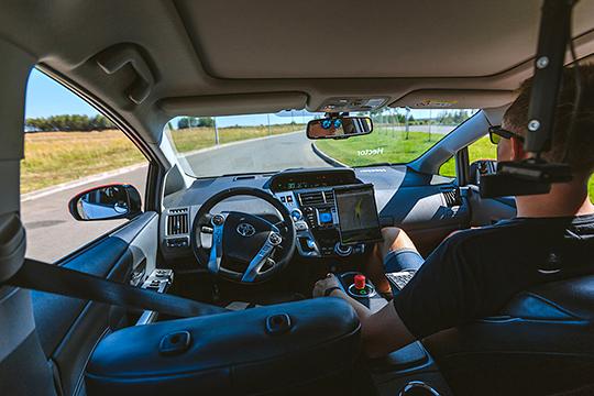 «Самоуправляемые автомобили смогут обнаруживать препятствия, аварии, потенциальные угрозы и будут информировать о них нужные службы. А программное обеспечение — вычислять преступления»