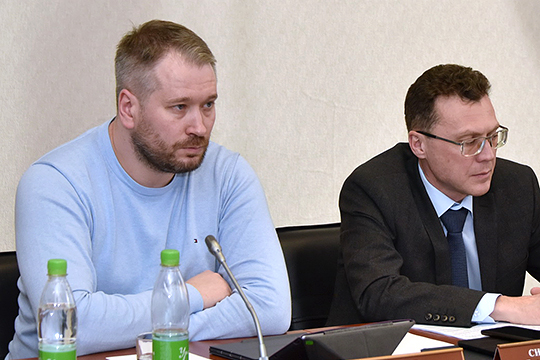 Станислав Ефимов (слева) отметил, что причиной 90% ДТП является человеческий фактор: «Правильно настроенный автомобиль полностью соблюдает ПДД, неплохо видит дорожную обстановку и может ее предсказывать»