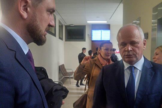В практически пустом зале судебных заседаний с докладом о работе конкурсного управляющего, в качестве которого выступает АСВ, отчитался самМихаил Захваткин